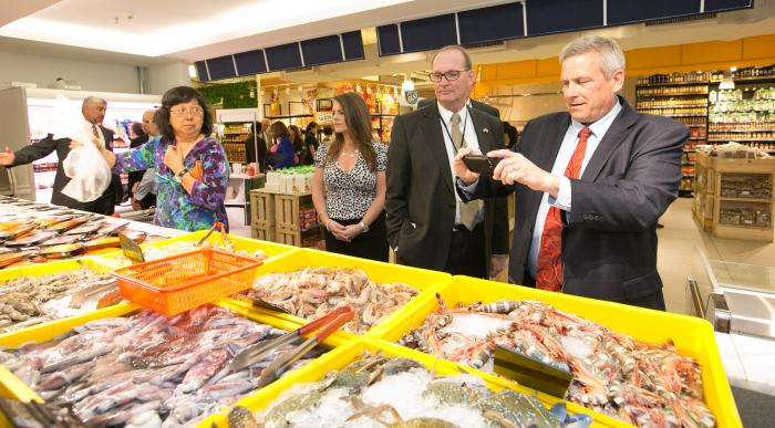 110 - Stephanie Robinson, Marketing Director for Virginia's Department of Agriculture, Greg Ibach, Nebraska's Director of Agriculture, and Bill Northey, Iowa's Secretary of Agriculture, tour Jaya Grocer, a retail market in Kuala Lumpur, Malaysia.