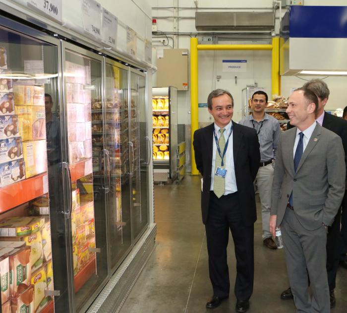 Deputy Under Secretary Jonathan Cordone sees the variety of U.S. food products that are available at retail outlets in Colombia thanks to the United States' free trade agreement with that country.