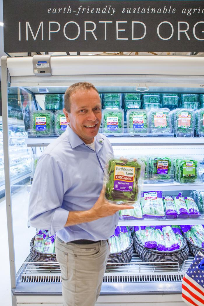 FAS Administrator Phil Karsting shows one example of U.S. organic produce from Earthbound Farms, now available at the Gourmet Market at Siam Paragon shopping complex in Bangkok. Photo credit: U.S. Embassy Bangkok, Thailand