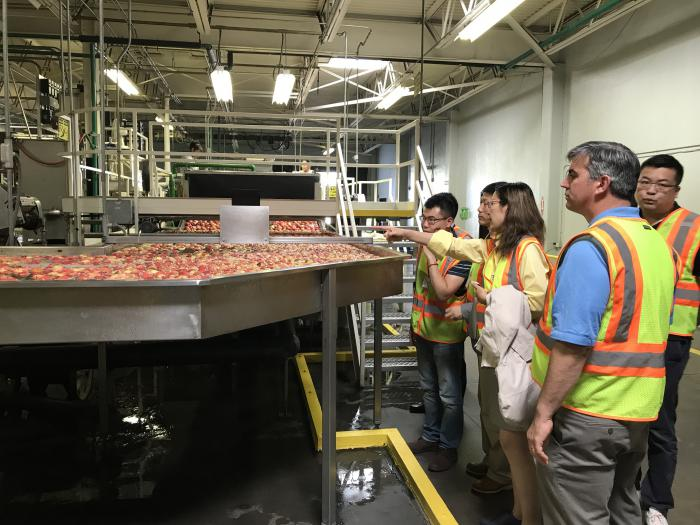 1)	Chinese Cochran Fellows meet with West Virginia fruit exporters to study cold chain and logistics.
