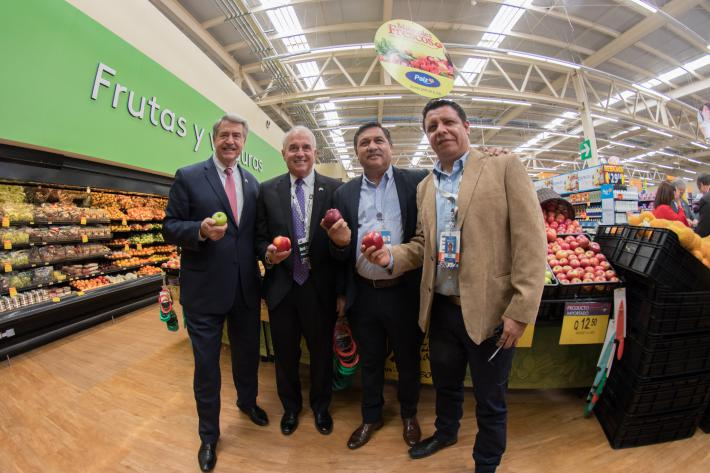 Viewing the Washington State apples and other high-quality U.S. produce for sale at the Wal-Mart-owned Paiz Supermarket in San Lucas Sacatepéquez, Guatemala.